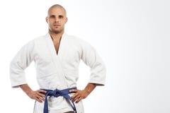 Mężczyzna w biały kimonowy pozować Zdjęcia Royalty Free