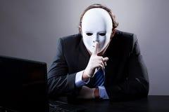 Mężczyzna w biel masce zdjęcie stock