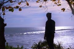 Mężczyzna w cieniu z dennym tłem Obraz Stock