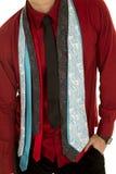 Mężczyzna w czerwonej koszula z udziałami krawaty wokoło szyi ciała Obraz Royalty Free