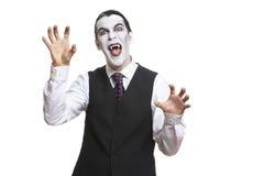 Mężczyzna w Dracula galanteryjnej sukni kostiumu Zdjęcia Stock