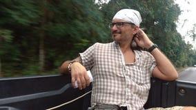 Mężczyzna w furgonetce zbiory