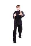Mężczyzna w kimonowym ćwiczy kung fu z nunchaku Zdjęcie Stock