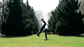 Mężczyzna w kostium przerwy dancingowym tanu zbiory wideo