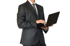 Mężczyzna w kostiumu mienia laptopie Fotografia Royalty Free