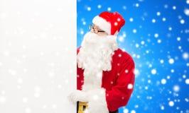Mężczyzna w kostiumu Santa Claus z billboardem Obraz Stock