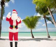 Mężczyzna w kostiumu wskazuje palec up Santa Claus Zdjęcia Royalty Free