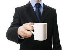 Mężczyzna w kostiumu z filiżanką w ręce Fotografia Royalty Free