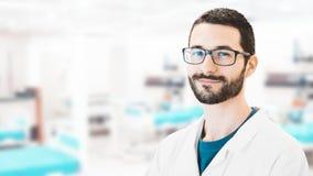 Mężczyzna w lab, lekarka lub badacz, zdjęcie stock