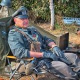 Mężczyzna w postaci Niemieckiego żandarmu od drugiej wojny światowa Zdjęcia Stock