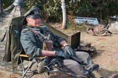 Mężczyzna w postaci Niemieckiego żandarmu od drugiej wojny światowa Fotografia Royalty Free