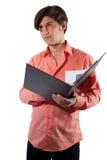 Mężczyzna w pracy myśli o raporcie zdjęcia stock