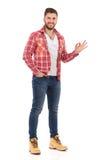 Mężczyzna W Rozpinającej Lumberjack koszula Pokazuje Ok ręka znaka Obraz Stock