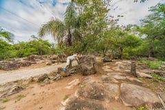 Mężczyzna w skalistym pustkowiu w Paraguay Zdjęcia Stock