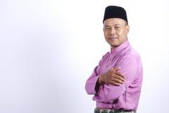Mężczyzna w tradycyjnej odzieży, stoi świętuje Eid Fitr Obrazy Royalty Free