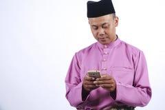 Mężczyzna w tradycyjnej odzieży, stoi świętuje Eid Fitr Obraz Royalty Free