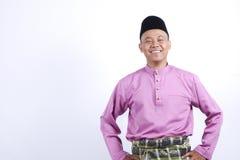 Mężczyzna w tradycyjnej odzieży, stoi świętuje Eid Fitr Obrazy Stock