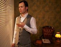 Mężczyzna w waistcoat z szkłem obraz stock