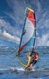 Mężczyzna Wiatrowy surfing Zdjęcia Royalty Free