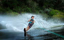 Mężczyzna wodny narciarstwo na jeziorze Obraz Royalty Free