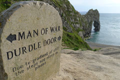 Mężczyzna wojny zatoka i Durdle drzwi Zdjęcie Royalty Free