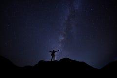 Mężczyzna wolności nocne niebo Zdjęcia Royalty Free