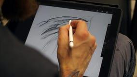 Mężczyzna wręcza działanie na graficznej pastylce