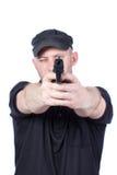Mężczyzna wskazuje pistolet, odosobnionego Ostrość na pistolecie Zdjęcia Royalty Free