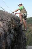mężczyzna wspinaczkowa skała Obrazy Royalty Free
