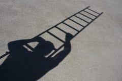 mężczyzna wspinaczkowy drabinowy cień Obrazy Royalty Free