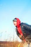 Mężczyzna wycieczkowicza portret w polu z headlamp zdjęcia royalty free