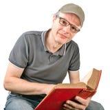 Mężczyzna wyszukuje książkę Fotografia Stock