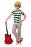 Mężczyzna z afro peruką z gitarą Zdjęcia Stock