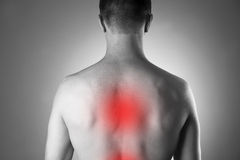 Mężczyzna z backache Ból w ciele ludzkim obraz royalty free