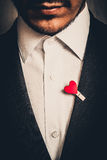 Mężczyzna z brodą w kostiumu z sercem Fotografia Stock