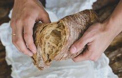 Mężczyzna z chlebem Obrazy Stock