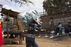 Mężczyzna z ciężkim ładunkiem Zdjęcie Royalty Free