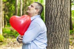 Mężczyzna z czerwień balonem Obraz Stock