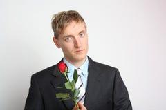Mężczyzna z czerwieni różą obraz royalty free