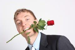Mężczyzna z czerwieni różą fotografia royalty free
