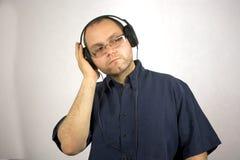 Mężczyzna z hełmofonami fotografia royalty free