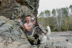 Mężczyzna z husky Obraz Royalty Free