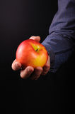 Mężczyzna z jabłkiem Obrazy Royalty Free