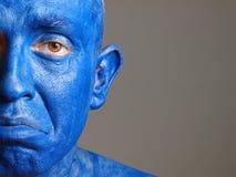 Mężczyzna z jego twarzą malował z koloru błękit (2) Zdjęcie Stock