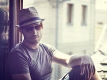 Mężczyzna z kapeluszem Fotografia Royalty Free
