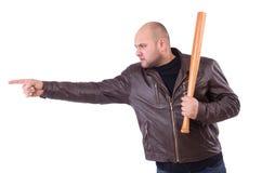 Mężczyzna z kijem bejsbolowym odizolowywającym na bielu Zdjęcia Royalty Free