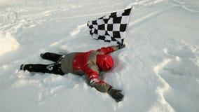 Mężczyzna z koniec flaga na śniegu obraz stock