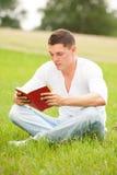 Mężczyzna z książką Zdjęcia Stock