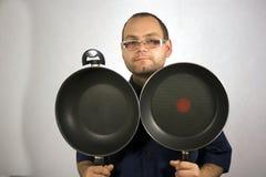 Mężczyzna z kuchennymi akcesoriami Obraz Royalty Free