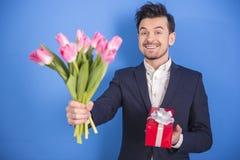 Mężczyzna Z Kwiatami Fotografia Royalty Free